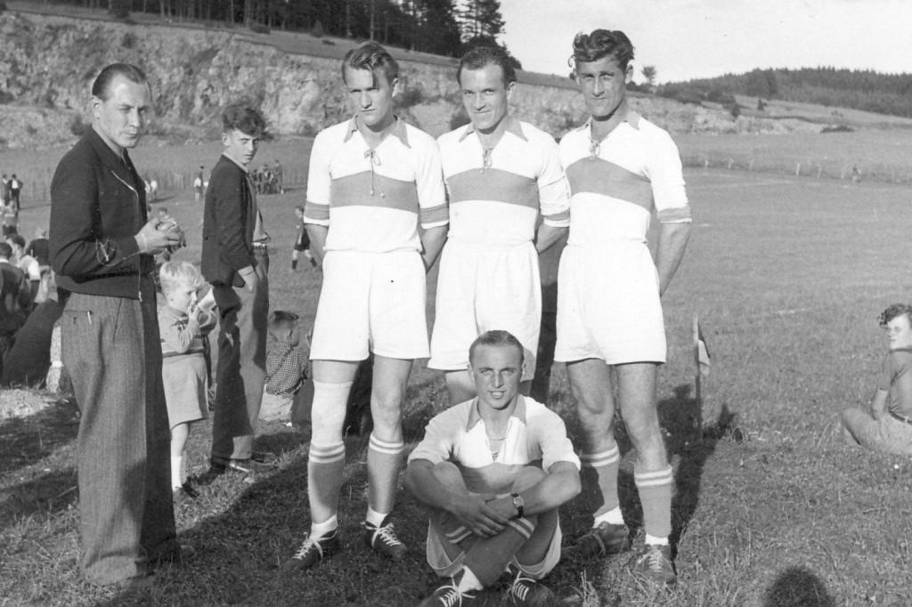5 Sportskameraden : v.l.n.r. Georg Frey, Leo Steinhübel, Wilhelm Schlaiss, Hans Ilg, sitzend : Otto Nothjunge